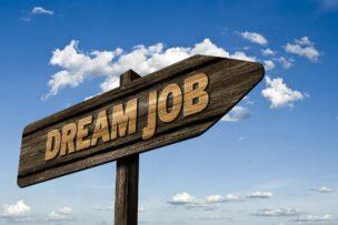 マイナビやSNS、コネを用いて上手な就活や転職