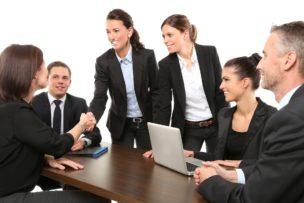 メーカー転職における営業職