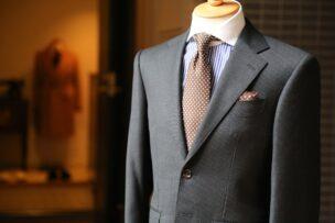 就活女性やメンズの髪型、スーツの選び方を紹介します。