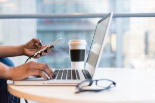 転職活動の選択肢。企業求人への直接応募の長所と短所を解説。